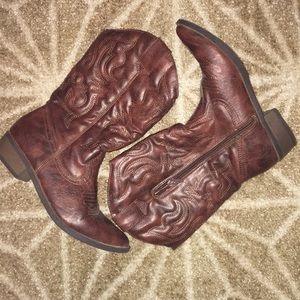 Women's Cherokee Cowboy boots 🤠 🐎💗